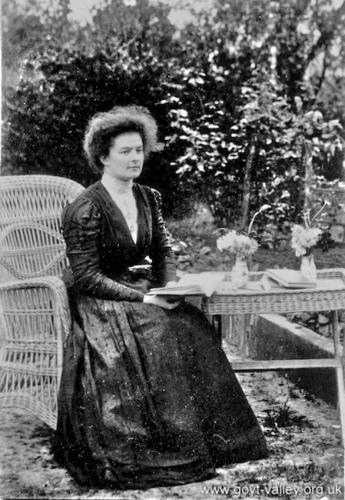 Esme Preston (?). c. 1910.